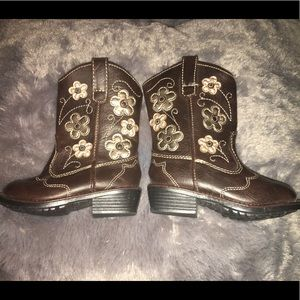 Toddler boots with flowers